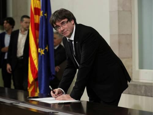 Puigdemont-firma-declaracion-independencia-101017