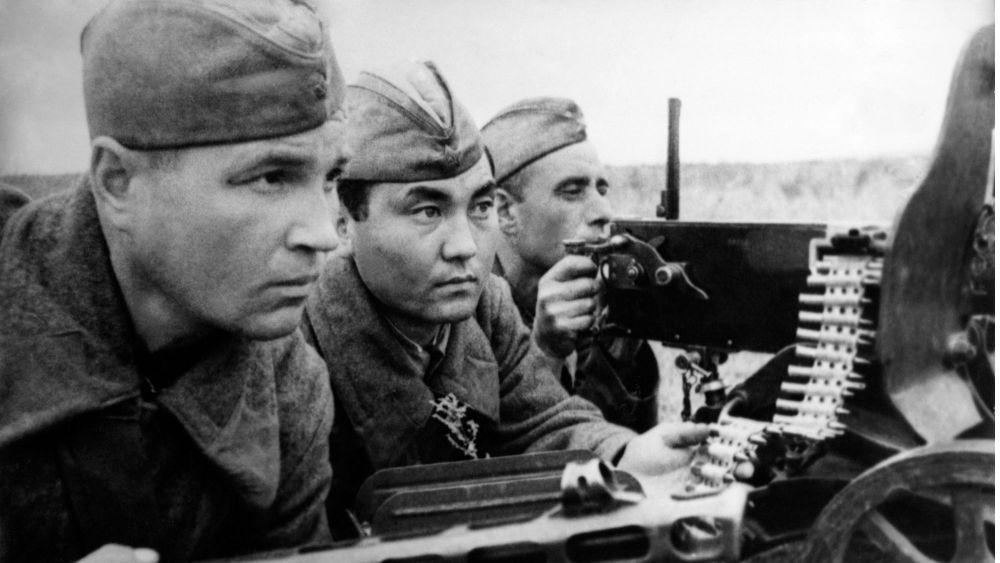 soviet-soldiers-germany-world-war-stalingrad