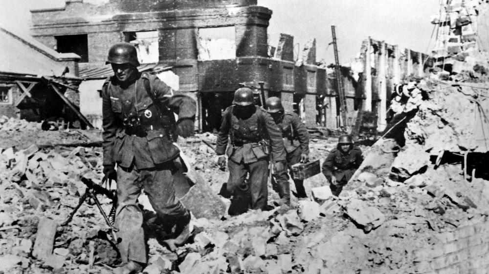 "II. Weltkrieg-Stalingrad, Dt. Infanteristen in Geschützfabrik ""Rote Barrikade"""