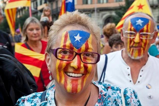 banderas-esteladas-y-manifestantes-por-la-independencia-de-cataluna