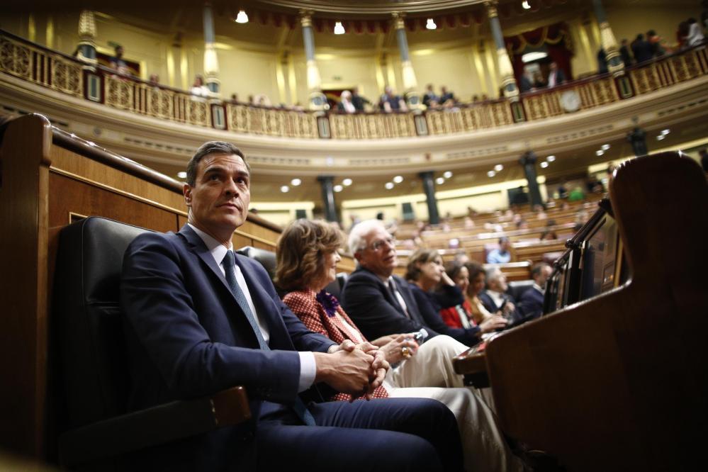 europapress-2289414-el-presidente-del-gobierno-en-funciones-pedro-sanchez-sentado-en-su-escano-en-el-congreso-de-los-diputados-antes-de-la-segunda-votacion-para-la-investidura-del-candidato-socialista-a-la-preside.jpg