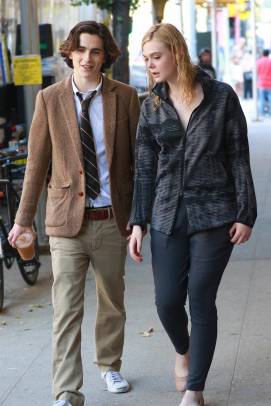 elle-fanning-and-timothee-chalamet-arrive-to-the-film-set-of-the-untitled-woody-allen-project-in-new-york-250917_1